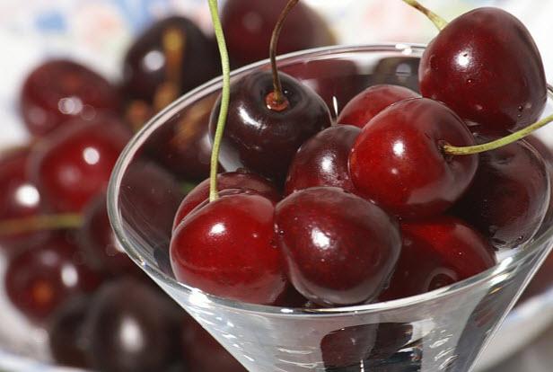 Черешня: польза и вред, калорийность, полезные и лечебные свойства, противопоказания для мужчин и женщин