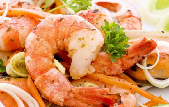 Что полезнее креветки, мидии или кальмары?